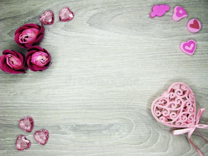 Hjärtor och steg holid för förälskelse för dagen för ` s för valentin för blommahälsningkortet royaltyfria foton