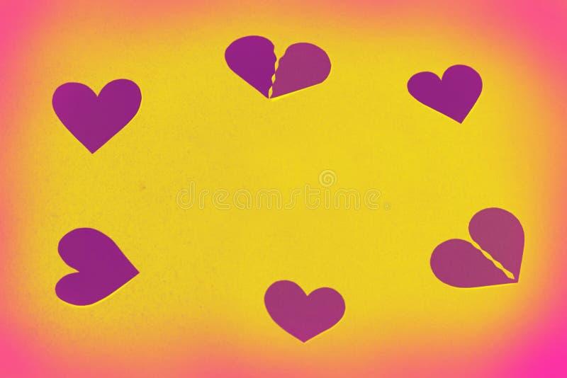 Hjärtor som en rund ram - gult kopieringsutrymme, bakgrund royaltyfria foton