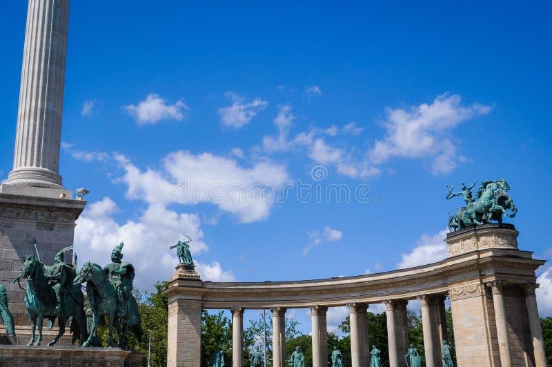 Hj?ltars fyrkant i den Budapest Ungern royaltyfri foto