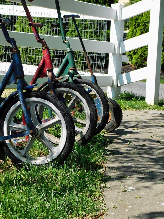 Hjul av amish barns sparkcyklar royaltyfria bilder