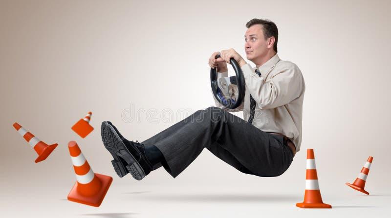 hjul för man för bilchaufför roligt royaltyfria bilder