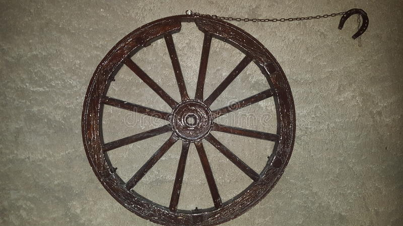 Hjul på väggen royaltyfri fotografi