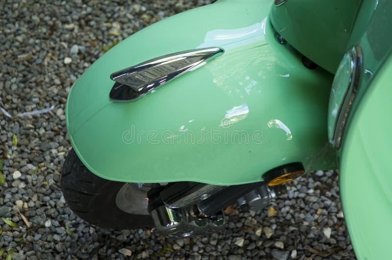 Hjulräkning av en motorisk sparkcykel arkivbild
