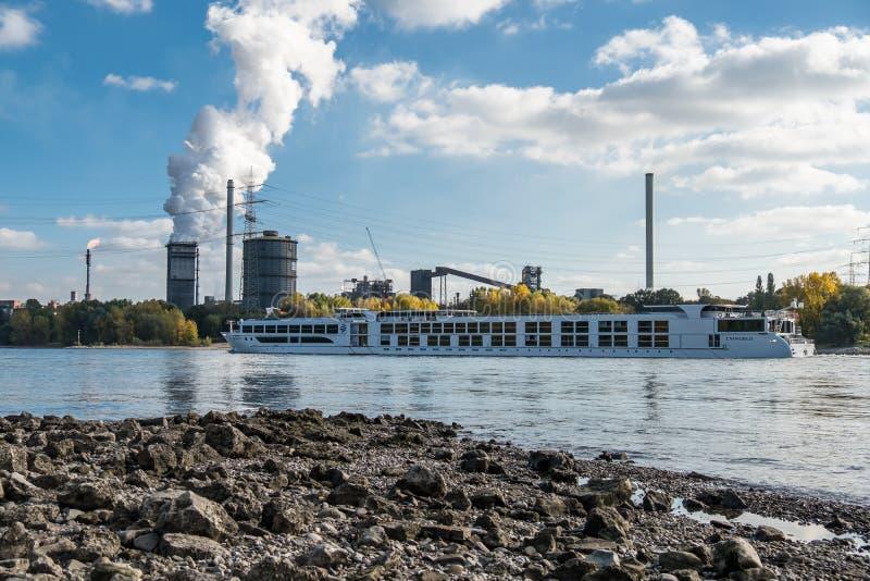 HKM inscenizowania stal blisko do rzecznego Rhine obraz stock