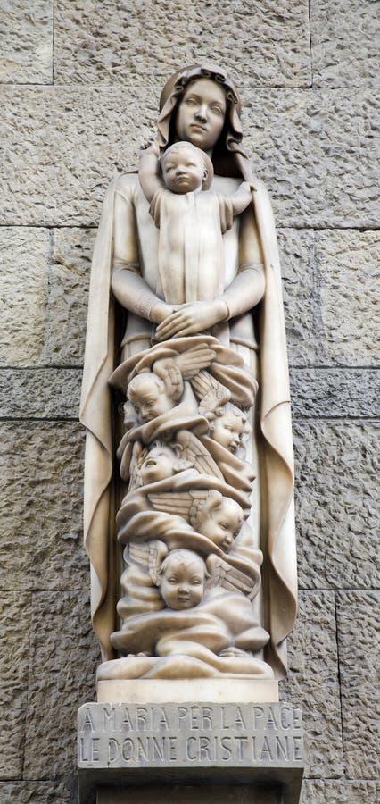 Hl. Estatua moderna de Maria fotos de archivo libres de regalías