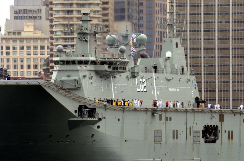 HMAS Canberra is in de haven op de dag van Australië stock fotografie