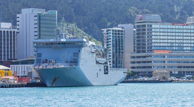 HMNZS Canterbury statek Królewska Nowa Zelandia marynarka wojenna wita społeczeństwa dla na pokładzie przeglądać obraz royalty free
