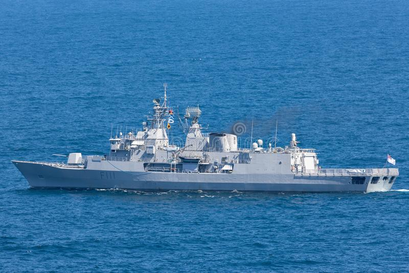 HMNZS Te马娜F111安扎克类大型驱逐舰和一个皇家新西兰海军离去的悉尼港口 库存照片