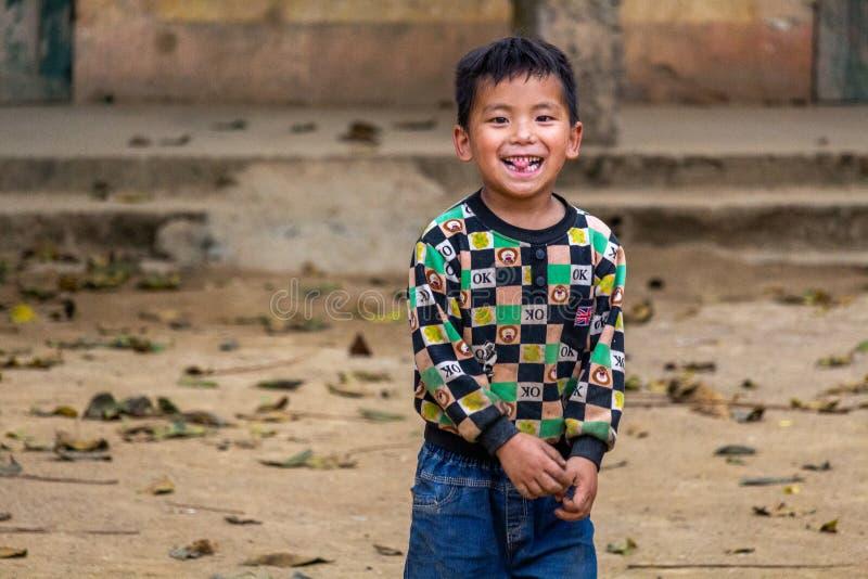 Hmong dziecka etnhic mniejszościowy ono uśmiecha się obraz royalty free