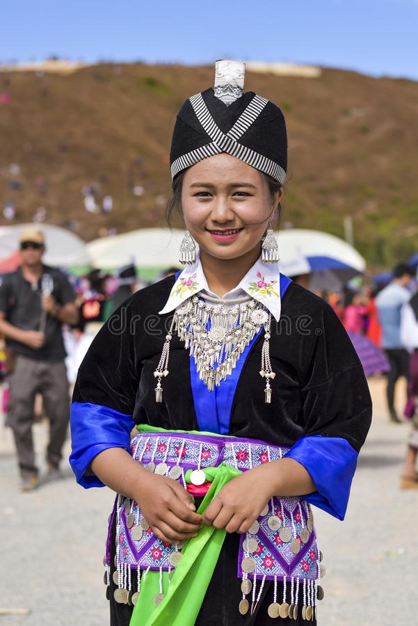 Hmong-Frauen mit Traditionsbehandlung stockfotos