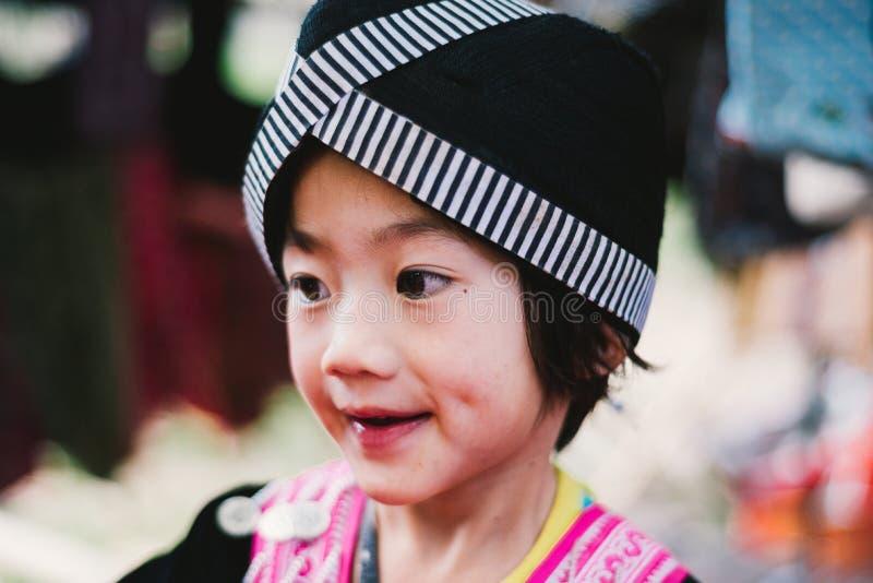 Hmong Hügel-Stammkinder lizenzfreies stockbild