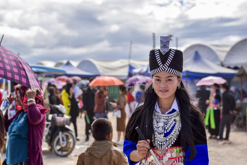 Hmong män och kvinnor arkivbild