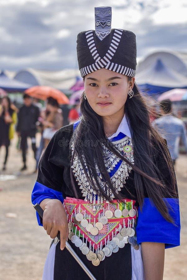 Hmong män och kvinnor royaltyfri foto