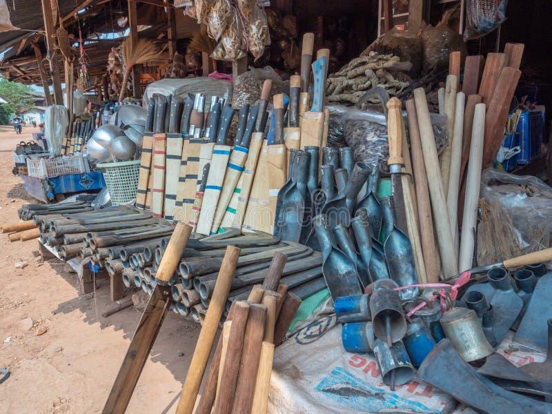 Hmong metalu praca dla sprzedaży przy pobocze kramem zdjęcia stock