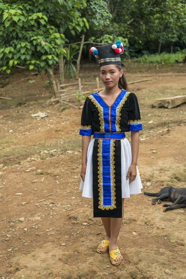 Hmong tonårig flicka royaltyfria bilder