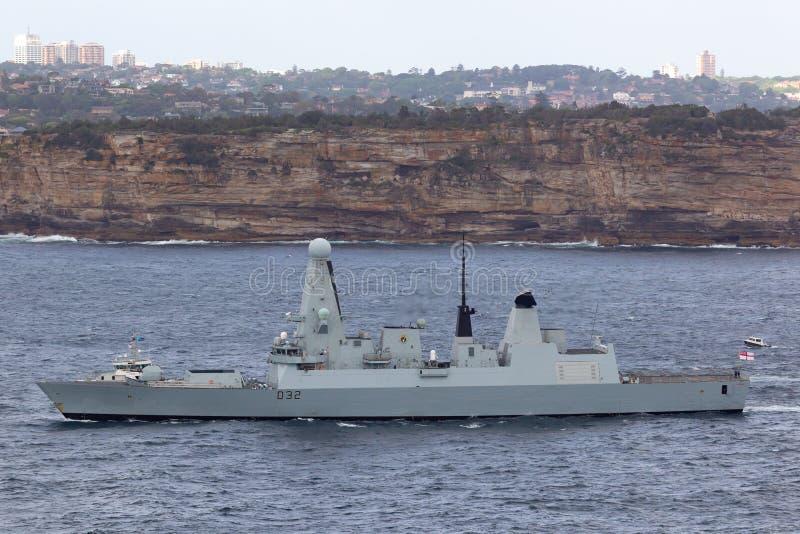 HMS敢键入45英国皇家海军离去的悉尼港口的大胆班的防空驱逐舰 图库摄影