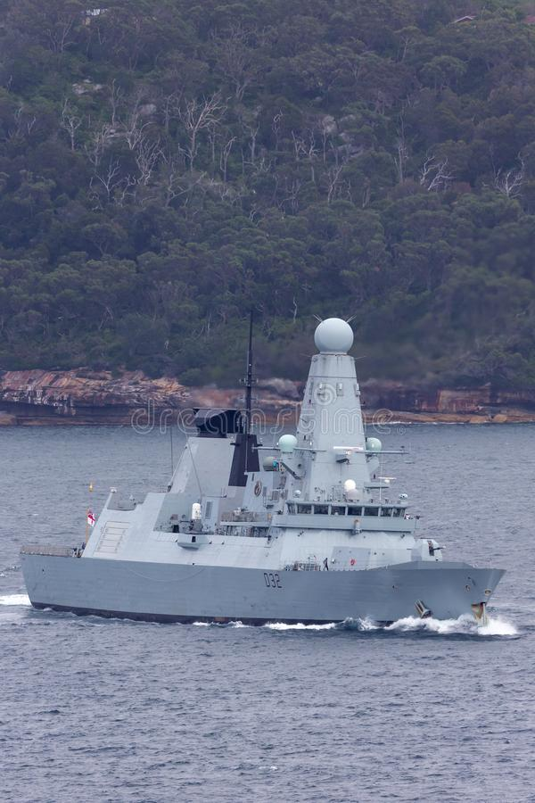 HMS敢键入45英国皇家海军离去的悉尼港口的大胆班的防空驱逐舰 免版税库存照片