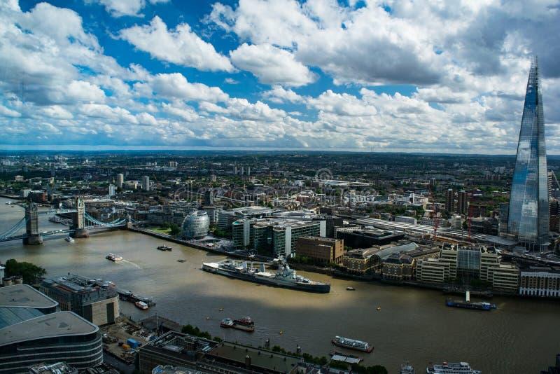 HMS Belfast, die Scherbe und die Turm-Brücke in London, Vereinigtes Königreich lizenzfreie stockfotografie