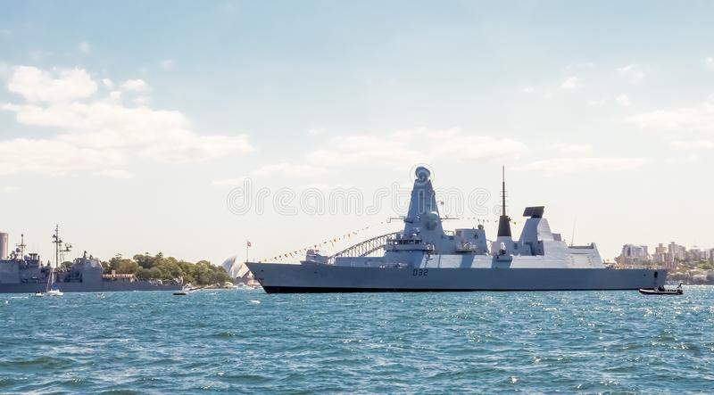 HMS som vågar kunglig hed för skepp för marin D32 i den Sydney hamnen för deltagande i den internationella hastiga granskningen S arkivfoton