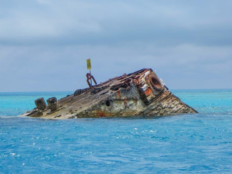 HMS Vixen από την ακτή των Βερμούδων στοκ εικόνες