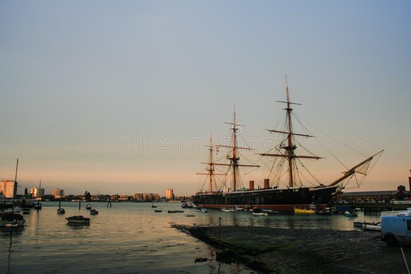 HMS wojownik Podczas wschodu słońca zdjęcie royalty free