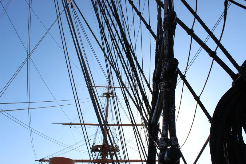 HMS wojownika olinowanie z słońcem obraz royalty free