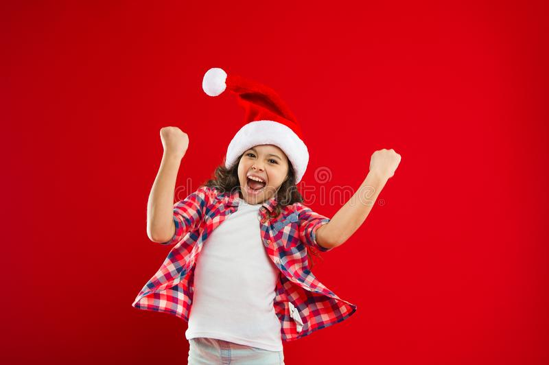 Ho ho ho καλές διακοπές χειμώνας κορίτσι μικρό Νέο συμβαλλόμενο μέρος έτους Παιδί Άγιου Βασίλη αγορές Χριστουγέννων Παρόν για τα  στοκ φωτογραφία