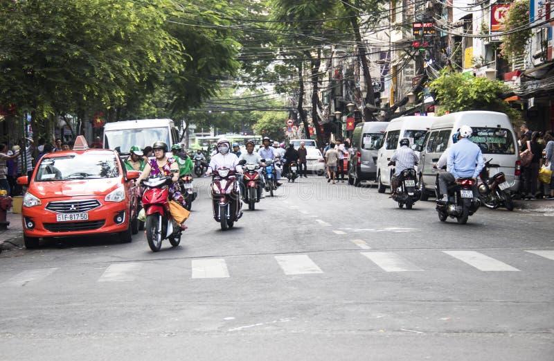 HO CHI MINH CITY VIETNAM - Februari 24, 2017: Fantastisk trafik av Asien fotografering för bildbyråer