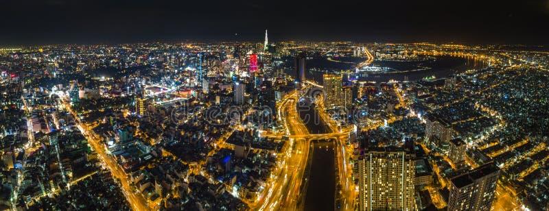 Ho Chi Minh City w nocy panorama zdjęcia stock