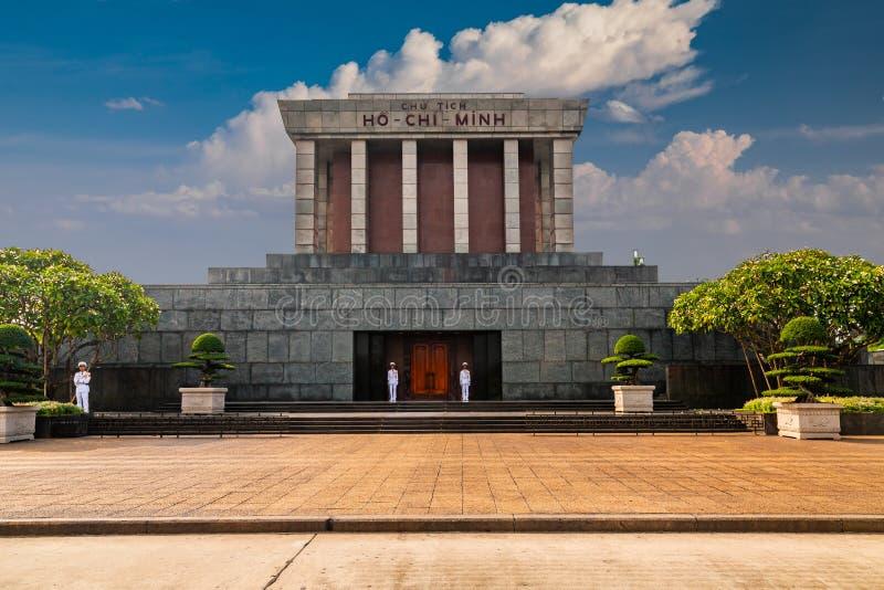 Ho Chi Minh Mausoleum i Hanoi, Vietnam i en sommardag arkivbild