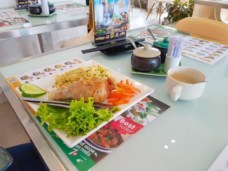 Ho Chi Minh miasto Wietnam, Grudzień, - 2018: tradycyjny wietnamczyka jedzenie przy wygodną restauracją ? ?? obraz royalty free