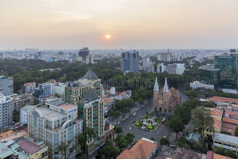 Ho Chi Minh stad i solnedgång arkivbilder