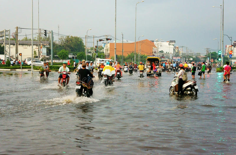 Ho Chi Minh-stad, lood getijde, overstroomd water royalty-vrije stock afbeelding
