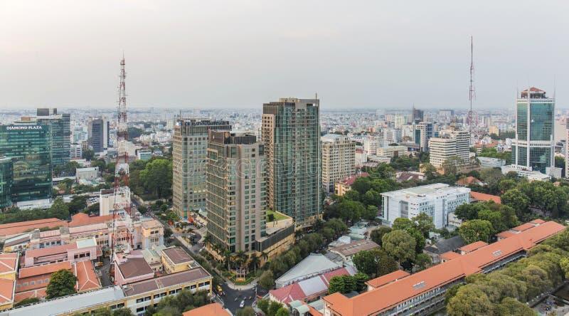 Ho Chi Minh stadssikt från överkant av byggnad royaltyfria foton
