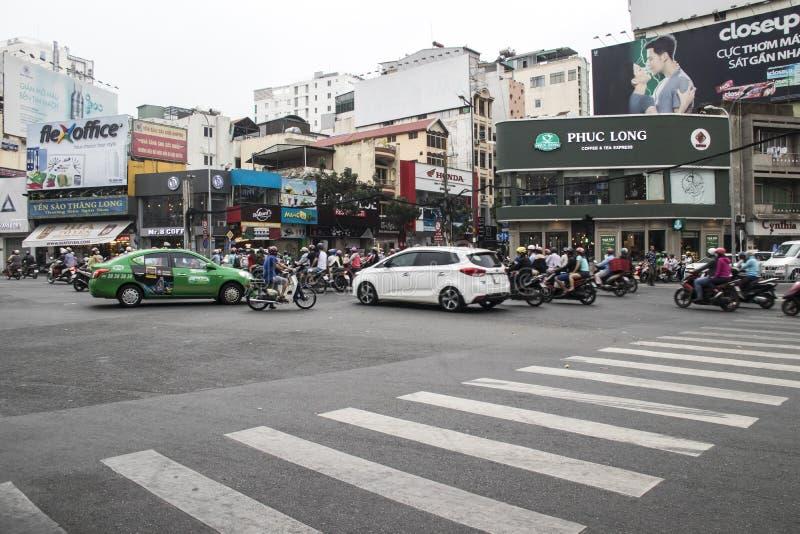HO CHI MINH, VIETNAM - 24 febbraio 2017: Traffico stupefacente dell'Asia immagini stock libere da diritti