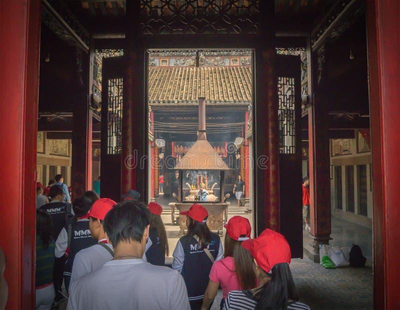Ho Chi Minh, Vietnam - septiembre de 2016: Viaje turístico del grupo imagen de archivo
