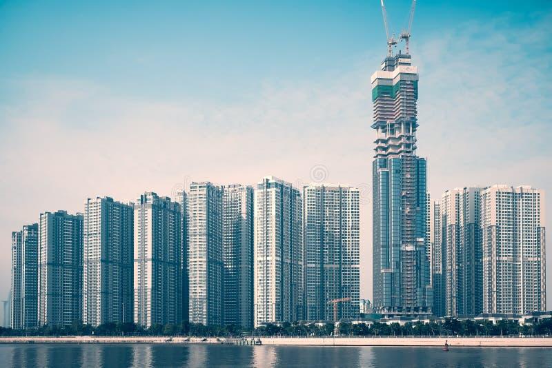 HO CHI MINH, WIETNAM/, 29 2017 PAŹDZIERNIK - WYSOCY budynki W NOWYM projekcie central park W SAIGON, HO CHI MINH miasto, WIETNAM obraz stock