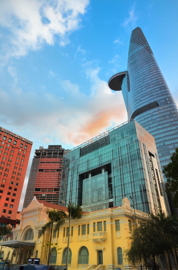 Ho Chi Minth, Vietnam - 8 de marzo de 2015: Torre financiera de Bitexco el edificio más alto de Ho Chi Minh City fotografía de archivo