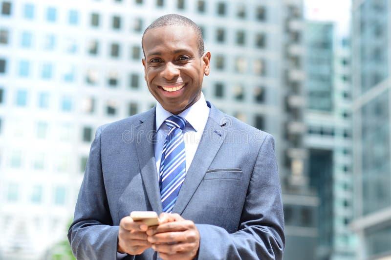 Download Ho Ottenuto Il Mio Nuovo Smart Phone Immagine Stock - Immagine di businessman, esecutivo: 56875127