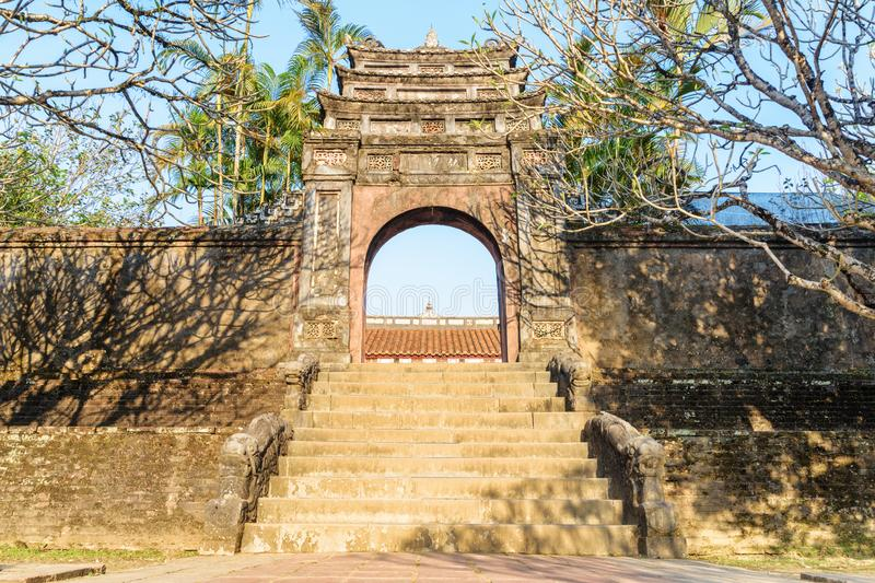 Hoang Trach Mon Gate chez Minh Mang Tomb tonalité photographie stock