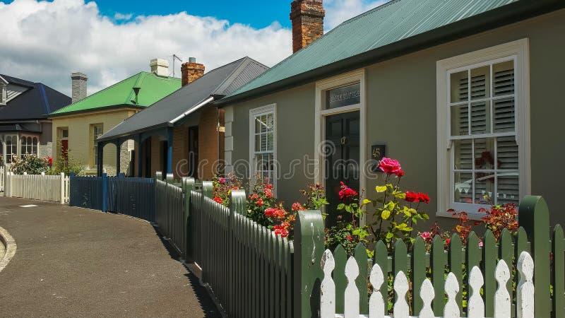 HOBART, AUSTRALIA 21 DICEMBRE, 2016: fila di vecchi cottage al circo di arthur nel punto della batteria, Tasmania immagini stock