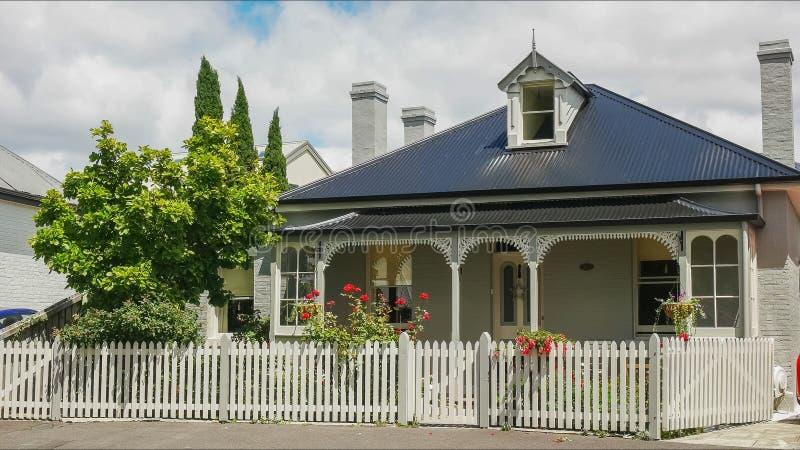 HOBART, AUSTRALIA 21 DICEMBRE, 2016: vicino su di un cottage al circo di arthur nel punto della batteria, Tasmania immagini stock