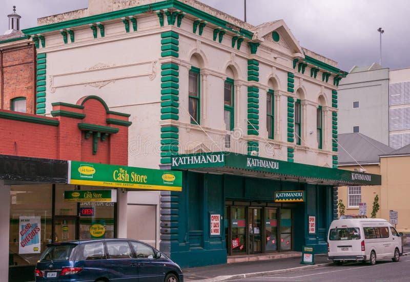 Hobart, Tasmanige, Australië - December 14, 2009: Schilderde de openlucht en het kamperen van Katmandu opslag in historisch koopv royalty-vrije stock foto