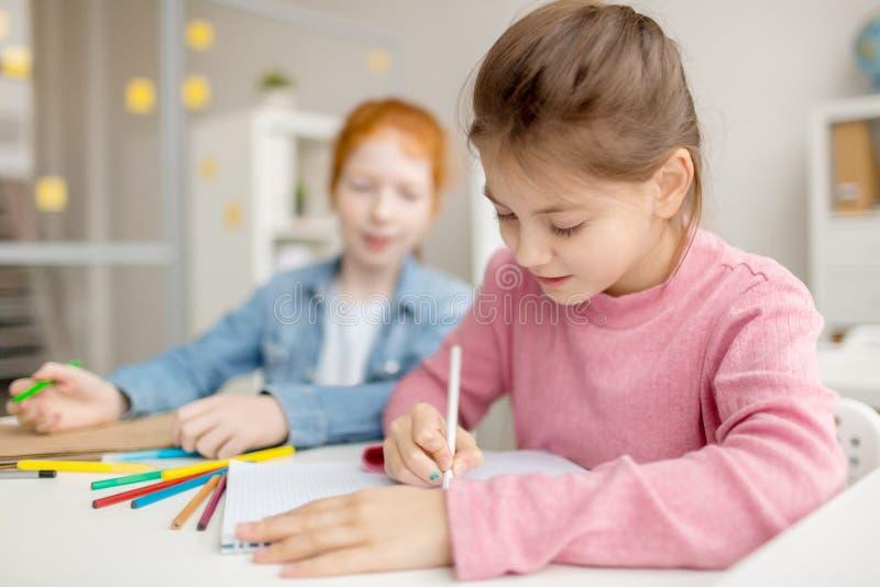 Hobby von Schulmädchen stockbild