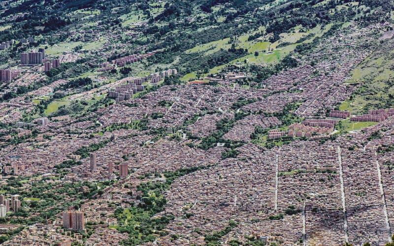 Hoch gelegene Ansicht der Stadt von Medellin A lizenzfreie stockfotos