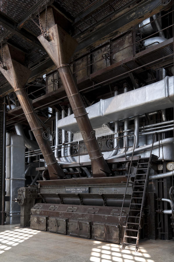 Hochdruckdampfkessel redaktionelles stockfoto. Bild von dampfkessel ...