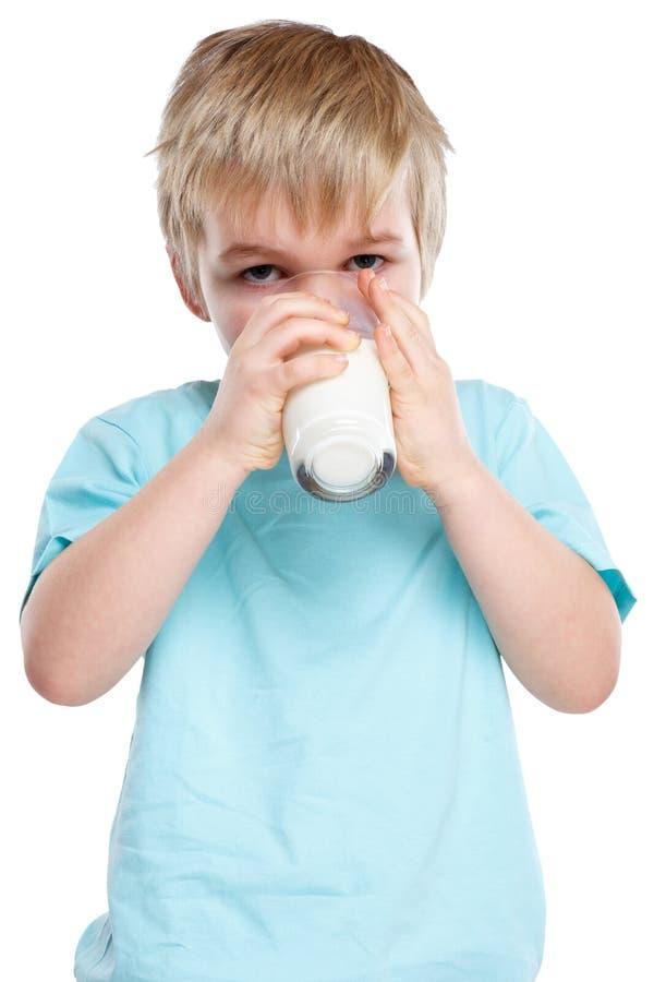 Hochformat-ISO der Kindertrinkmilchkinderglasgesunden ernährung lizenzfreies stockbild