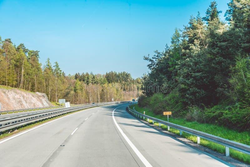Hochgeschwindigkeitslandstraße in der Tschechischen Republik Reise durch szenisches Moray lizenzfreie stockbilder