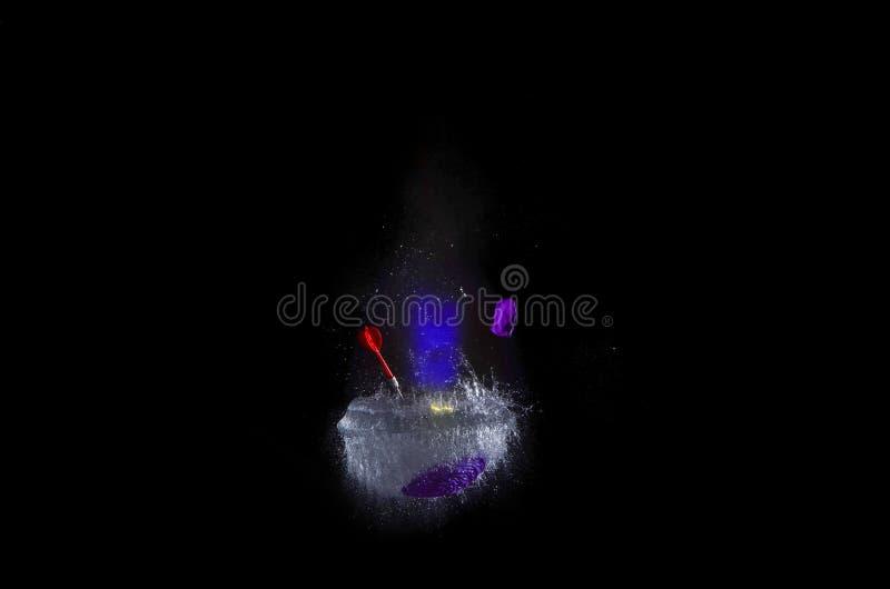 Hochgeschwindigkeitsphotographiebild der Sprengung des Ballons gefüllt mit Wasser stockfotos
