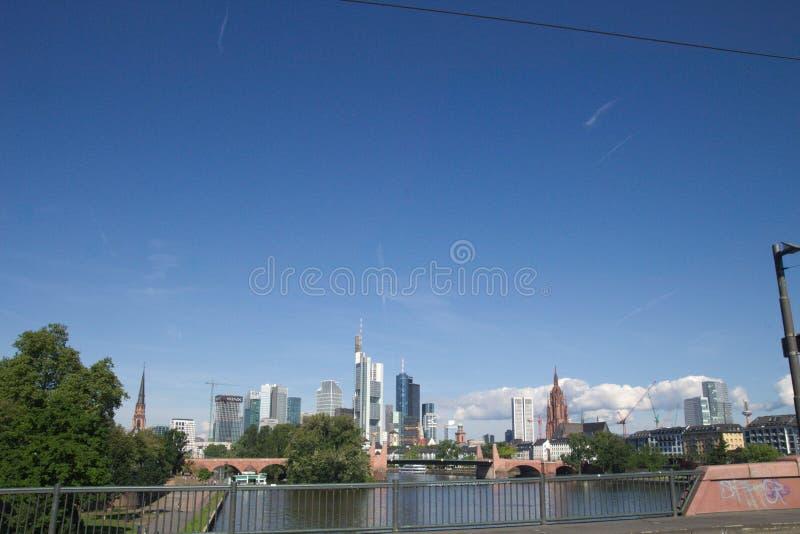 Hochhaus et pont de Francfort sur Main dans Hesse #2 photos stock
